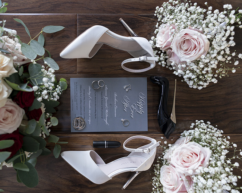 Wedding details, brides shoes, wedfing flowers and jewellery